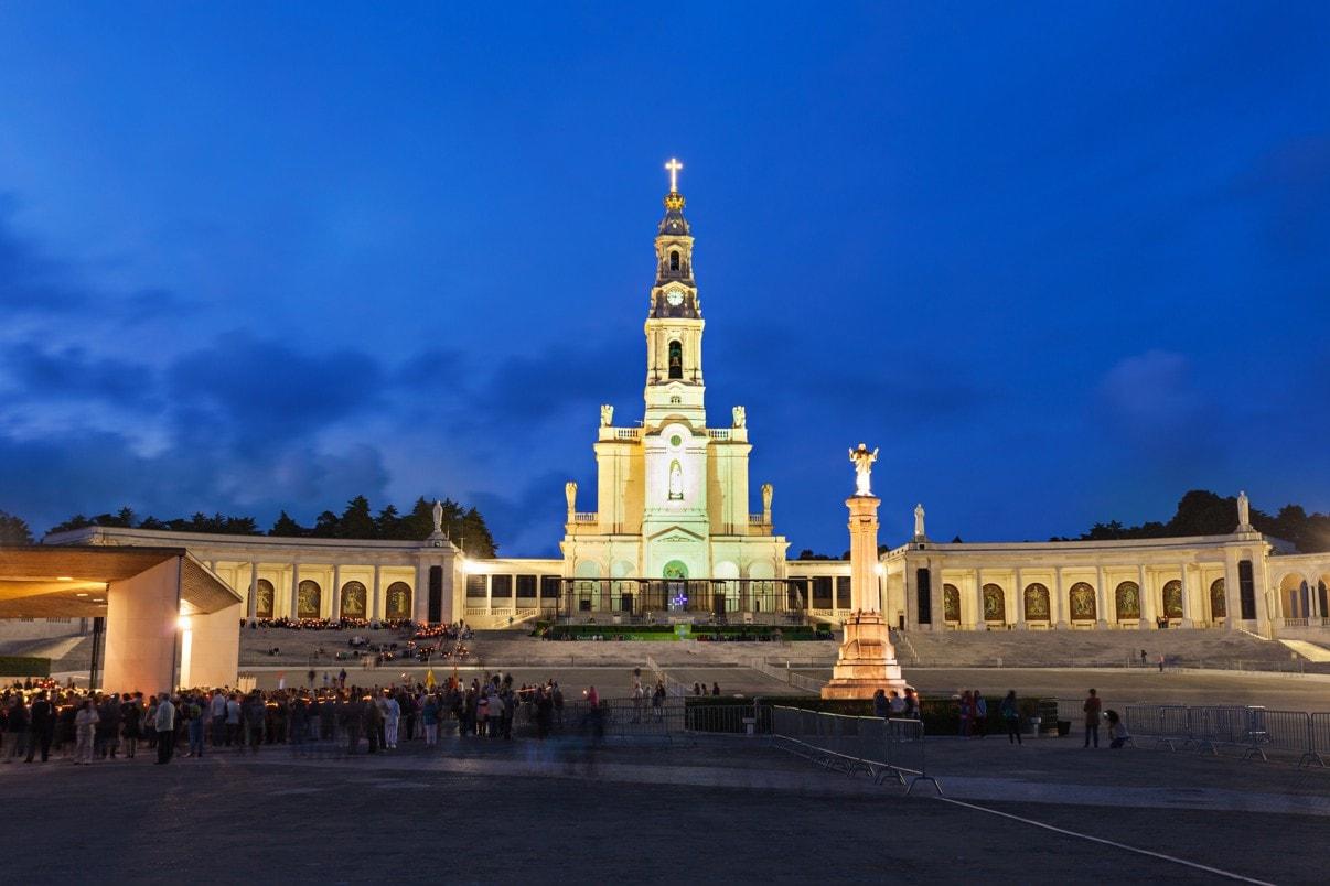 Fatima svatyně v noci, Fatima, Portugalsko