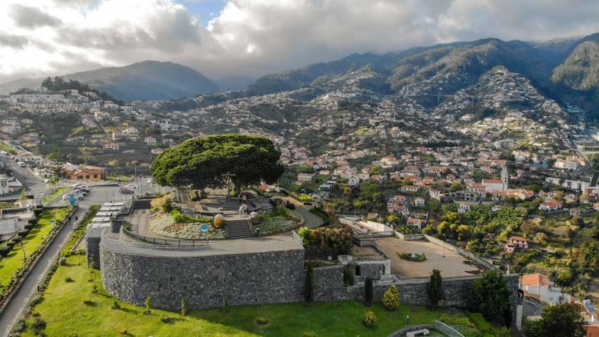 Miradouro Pico dos Barcelos, Madeira