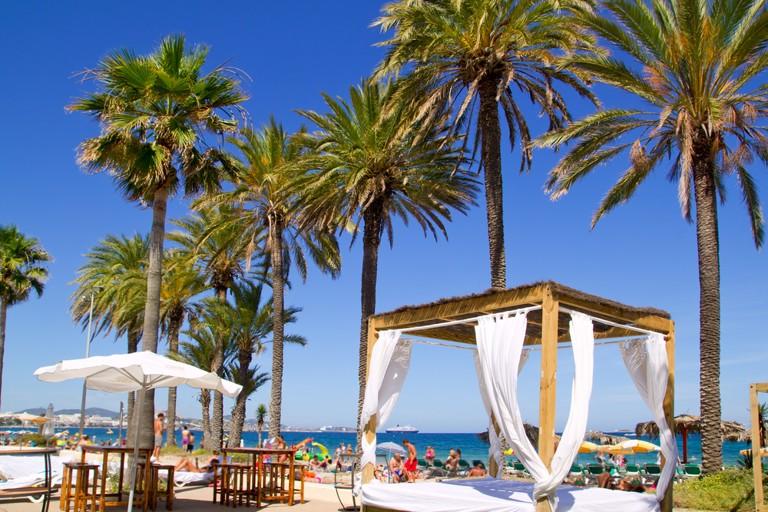 pláž Platja En bossa, Ibiza