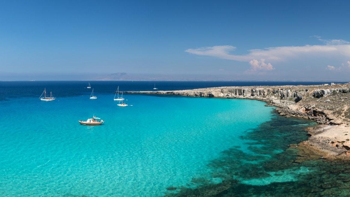 Cala Rossa, Favignana, Egadské ostrovy, Sicílie